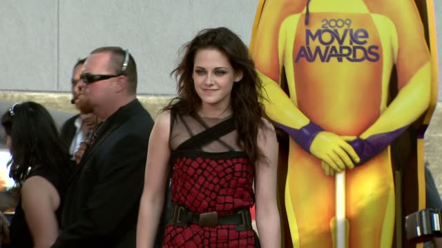 kristen stewart at the 18th annual mtv movie awards at universal city ca - universal city video stock e b–roll