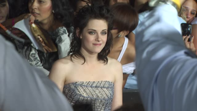 kristen stewart at the 'the twilight saga: new moon' premiere at westwood ca. - twilight stock videos & royalty-free footage