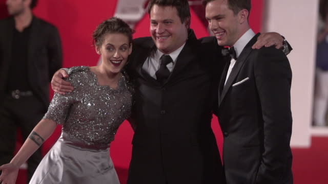 slomo kristen stewart nicholas hoult at 'equals' red carpet 72nd venice film festival at palazzo del cinema on september 05 2015 in venice italy - kristen stewart stock videos and b-roll footage