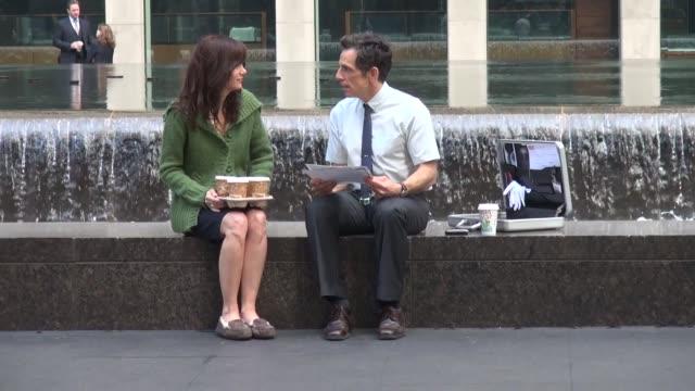 vídeos de stock, filmes e b-roll de kristen wiig and ben stiller on location for 'the secret life of walter mitty' in new york ny on 5/15/13 - kristen wiig