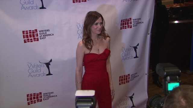 vídeos de stock, filmes e b-roll de kristen wiig at 2012 writer's guild east coast awards on in new york - kristen wiig