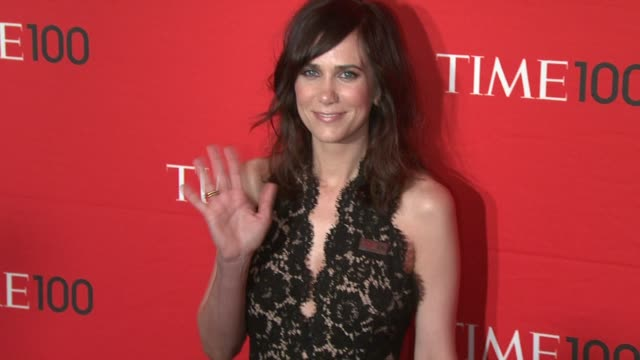 vídeos de stock, filmes e b-roll de kristen wiig at time 100 gala at frederick p rose hall jazz at lincoln center on april 24 2012 in new york new york - kristen wiig