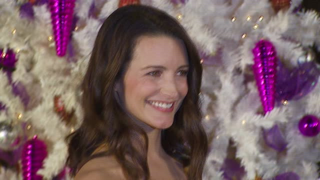 kristin davis at the 20th century fox's 'deck the halls' world premiere at grauman's chinese theatre in hollywood, california on november 12, 2006. - 20th century fox stock videos & royalty-free footage