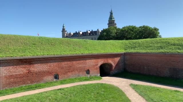 vídeos de stock e filmes b-roll de kronborg castle, helsingør (helsingör), denmark - vala