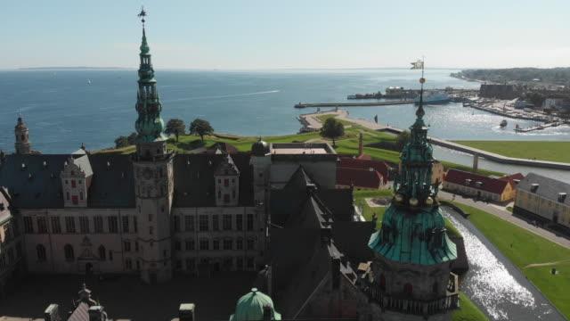 vídeos de stock, filmes e b-roll de kronborg castle, helsingør (helsingör), denmark - dinamarca