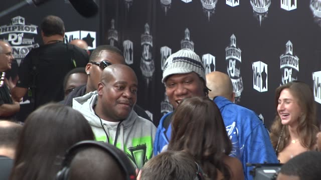 stockvideo's en b-roll-footage met krsone at the 2009 vh1 hip hop honors red carpet at new york ny - vh1