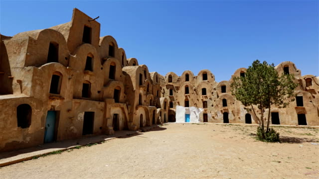 ksar ezzahra-tataouine district, nel sud della tunisia - tunisia video stock e b–roll