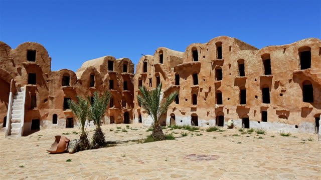 ksar ouled soltane-tataouine district, nel sud della tunisia - tunisia video stock e b–roll