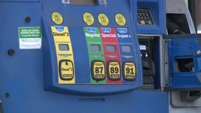 stockvideo's en b-roll-footage met gas prices in san diego - benzineprijzen