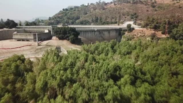 drone povdevil's gate dam - pasadena los angeles video stock e b–roll