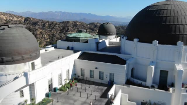drone povgriffith observatory - arts culture and entertainment stock videos & royalty-free footage
