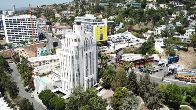 vídeos de stock, filmes e b-roll de drone pov west hollywood neighborhood - west hollywood