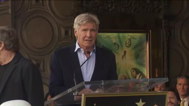 vídeos y material grabado en eventos de stock de harrison ford talks about mark hamill's star on the hollywood walk of fame - mark hamill