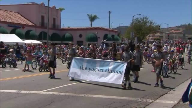 vidéos et rushes de pacific palisades fourth of july parade - char de défilé