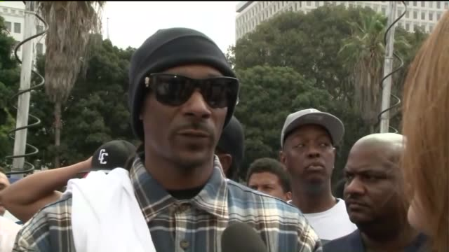 rapper snoop dogg lead peaceful demonstration outside lapd headquarters. - snoop dogg stock videos & royalty-free footage