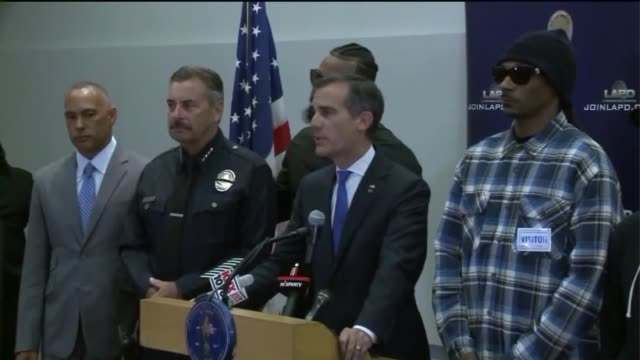 vídeos y material grabado en eventos de stock de rapper 'the game' lead peaceful demonstration outside lapd headquarters and met with mayor eric garcetti and chief charlie beck - beck músico