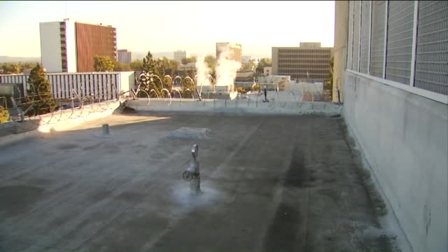 roof of men's central jail in santa ana where three inmates escaped on january 22 2016 - gefängnisausbruch stock-videos und b-roll-filmmaterial