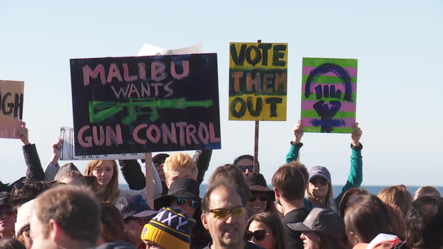 students families march in malibu in support of gun control after florida school shooting - protesta contro la violenza armata video stock e b–roll