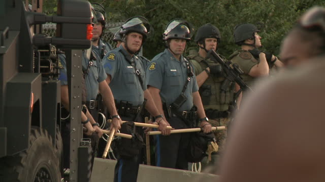 police in riot gear face protesters near a vandalized quick trip after michael brown's death on august 13 2014 in ferguson missouri michael brown was... - st. louis missouri stock videos & royalty-free footage