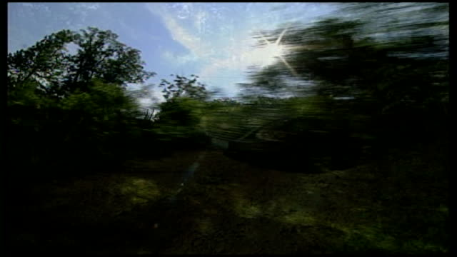 vidéos et rushes de ku klux klansman found guilty of conspiring in the killing of two black teenagers in 1964 usa arkansas ext railway track in rural landscape sign for... - vue subjective d'une voiture