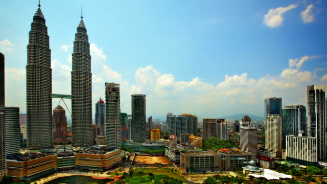 stockvideo's en b-roll-footage met kuala lampur - petronas twin towers