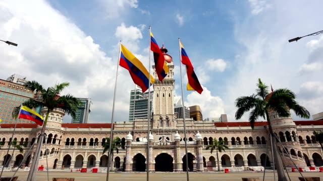 kuala lumpur city flags in front of the ultan abdul samad building in malaysia capital city. - sultan abdul samad gebäude stock-videos und b-roll-filmmaterial