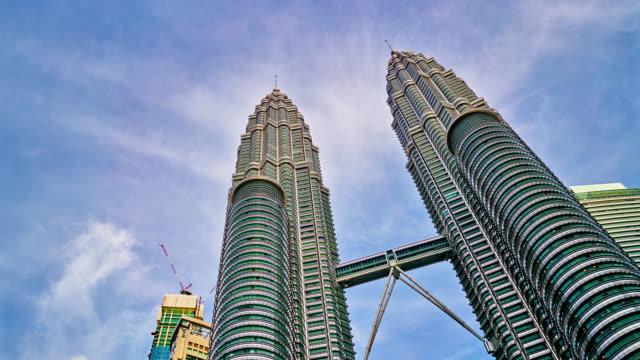 vídeos de stock, filmes e b-roll de kuala lumpur, malásia - torres petronas