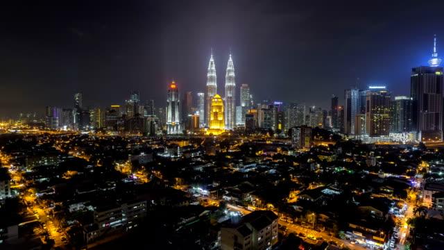 vídeos de stock, filmes e b-roll de kuala lumpur skyline at night. 4k available. pan camera motion - torre menara kuala lumpur