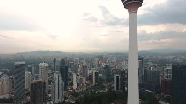 kuala lumpur skyline med kl tower - kuala lumpur tower bildbanksvideor och videomaterial från bakom kulisserna