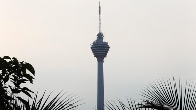 vídeos de stock, filmes e b-roll de kuala lumpur tower - torre menara kuala lumpur