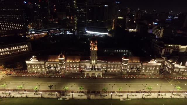 vídeos de stock, filmes e b-roll de kuala lumpur's illuminated cityscape by night - torre menara kuala lumpur