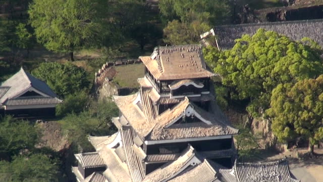 kumamoto castle one of the most popular foreign tourist destinations here was severely damaged in the april 14 earthquake centered on kumamoto... - ダメージ点の映像素材/bロール