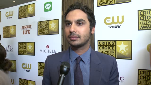 kunal nayyar on being at the event, on the longevity of his series, and on the quality of current television at the 2014 critics' choice television... - 評論家点の映像素材/bロール