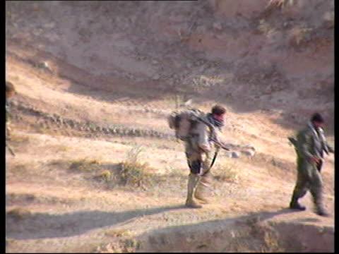 vídeos y material grabado en eventos de stock de kunduz siege/taliban surrenders; lib tgvs american special forces soldiers along in desert lib american special forces soldiers standing amongst... - afganistán