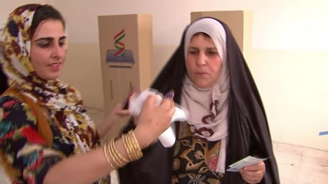 kurds vote in historic referendum on independence; iraq: erbil : int woman dipping her finger into indelible ink before casting her vote in a... - röstsedel bildbanksvideor och videomaterial från bakom kulisserna