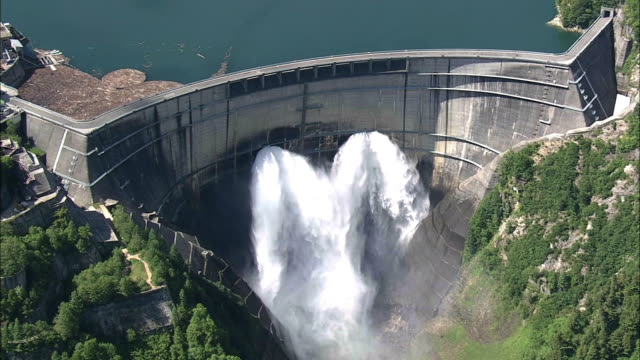 aerial, kurobe dam, toyama, japan - fuel and power generation点の映像素材/bロール