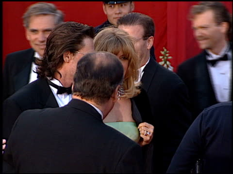 vídeos de stock e filmes b-roll de kurt russell at the 1996 academy awards arrivals at the shrine auditorium in los angeles california on march 25 1996 - 68.ª edição da cerimónia dos óscares
