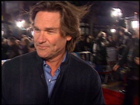 kurt russell at the 'vanilla sky' premiere at grauman's chinese theatre in hollywood, california on december 10, 2001. - kurt russell stock videos & royalty-free footage