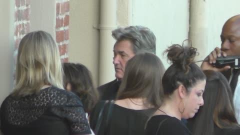 stockvideo's en b-roll-footage met kurt russell outside jimmy kimmel live in hollywood at celebrity sightings in los angeles on december 07, 2015 in los angeles, california. - jimmy kimmel