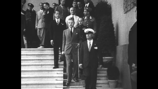 vídeos de stock e filmes b-roll de kurt schuschnigg chancellor of austria departs building and walks down steps with italian prime minister benito mussolini the party stops for photos... - benito mussolini