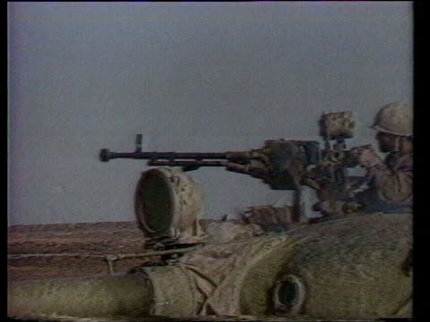 kuwait / iraq oil dispute itn lib iraq guns firing during gulf war - golfstaaten stock-videos und b-roll-filmmaterial