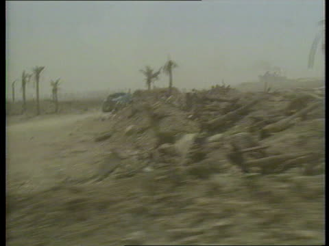 kuwait / iraq oil dispute itn lib track wreckage strewn desert - golfstaaten stock-videos und b-roll-filmmaterial
