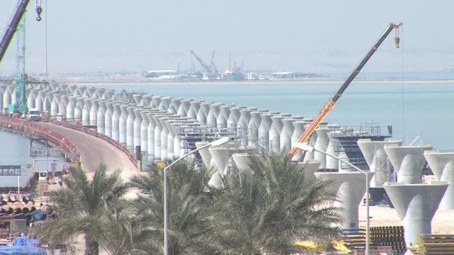 vídeos de stock e filmes b-roll de kuwait is building one of the world's longest causeways to its remote north where it will pump billions into silk city aiming to revive the ancient... - remote location
