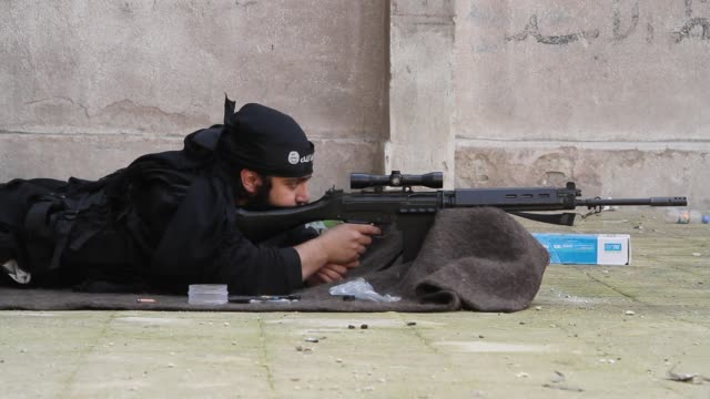 kuwaiti free syrian army take target practice at a base in aleppo, syria. - イスラエルパレスチナ問題点の映像素材/bロール