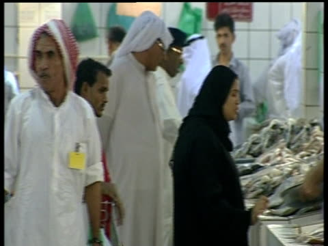 Kuwaiti people bartering at fish market
