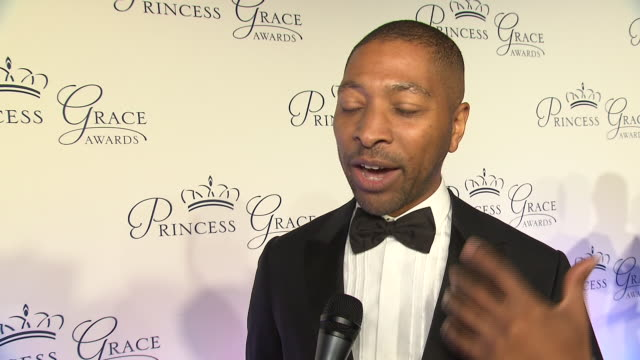 kyle abraham talks about the importance of the princess grace foundation and how the foundation helped his career at the 2018 princess grace awards... - マンハッタン チプリアーニ点の映像素材/bロール