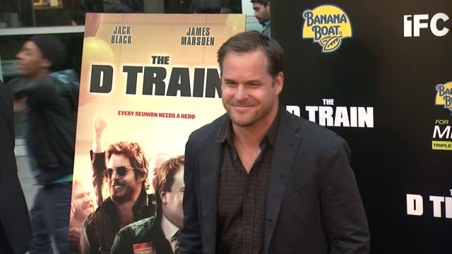 vídeos de stock, filmes e b-roll de kyle bornheimer at the d train los angeles premiere at arclight cinemas on april 27 2015 in hollywood california - arclight cinemas hollywood