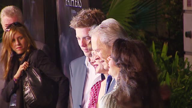 vídeos de stock, filmes e b-roll de kyle eastwood alison eastwood clint eastwood and dina eastwood at the 'flags of our fathers' los angeles premiere at academy of motion picture arts... - academy of motion picture arts and sciences