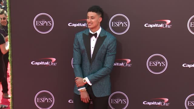 vídeos de stock, filmes e b-roll de kyle kuzma at the 2018 espys at microsoft theater on july 18 2018 in los angeles california - espy awards