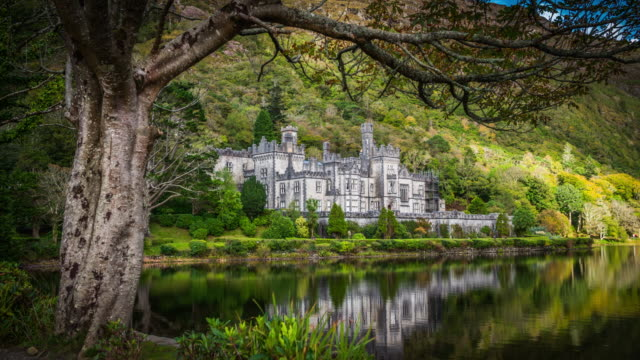 stockvideo's en b-roll-footage met kylemore abbey in ierland - kasteel